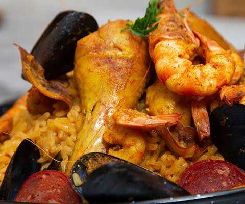 paella au poulet et aux fruits de mer