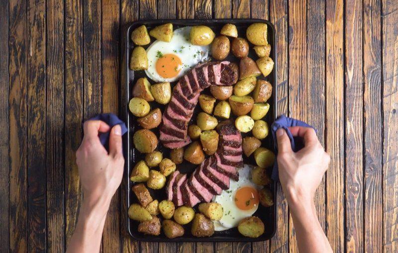 Steak, oeufs et pommes de terre - %idee recette%